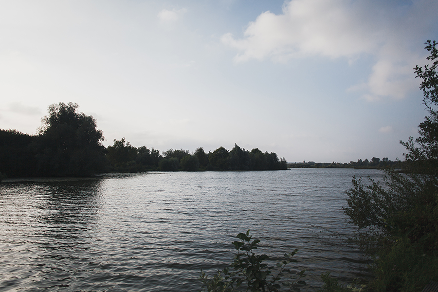 Séance-engagement-dans-les-marais-bacove-barque-Marine-Szczepaniak-photographe-mariage-nord-pas-de-calais-01