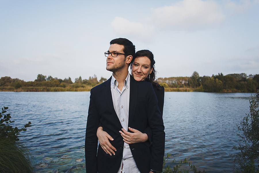 Séance-engagement-dans-les-marais-bacove-barque-Marine-Szczepaniak-photographe-mariage-nord-pas-de-calais-06