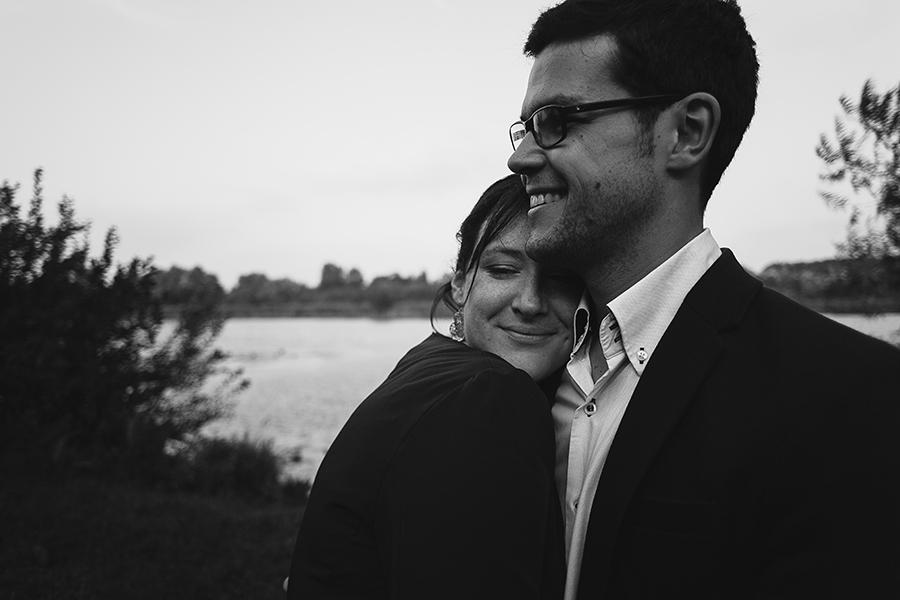 Séance-engagement-dans-les-marais-bacove-barque-Marine-Szczepaniak-photographe-mariage-nord-pas-de-calais-08