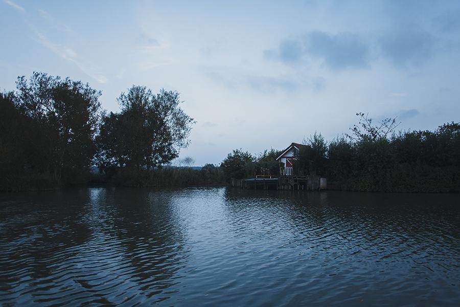 Séance-engagement-dans-les-marais-bacove-barque-Marine-Szczepaniak-photographe-mariage-nord-pas-de-calais-11