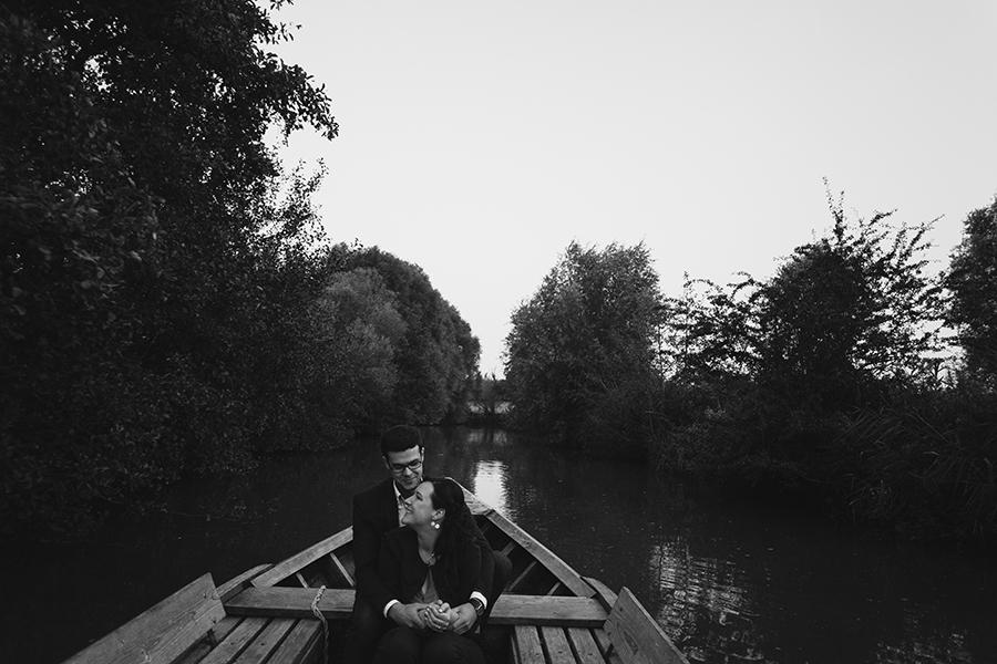 Séance-engagement-dans-les-marais-bacove-barque-Marine-Szczepaniak-photographe-mariage-nord-pas-de-calais-13