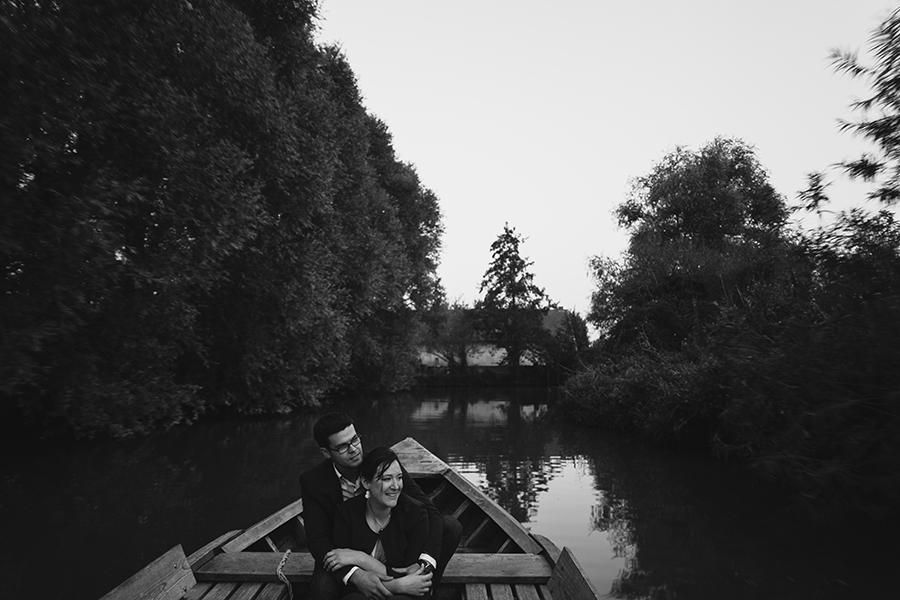 Séance-engagement-dans-les-marais-bacove-barque-Marine-Szczepaniak-photographe-mariage-nord-pas-de-calais-14