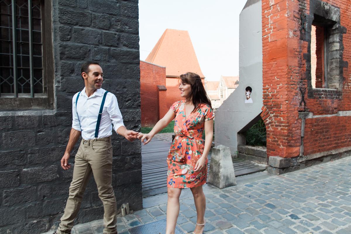 Séance-engagement-dans-le-vieux-Lille-Marine-Szczepaniak-Photographe-mariage-Nord-Pas-de-Calais-31